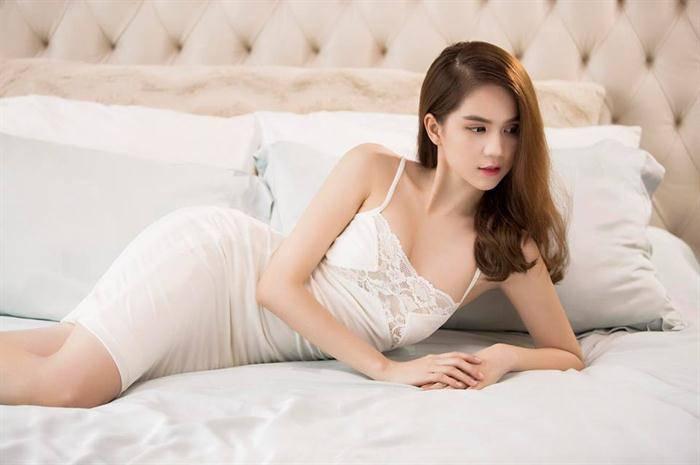 "ngoc trinh khong ""coi"", khong dien noi y van gay sot cdm vi so do vong eo be ki luc - 17"