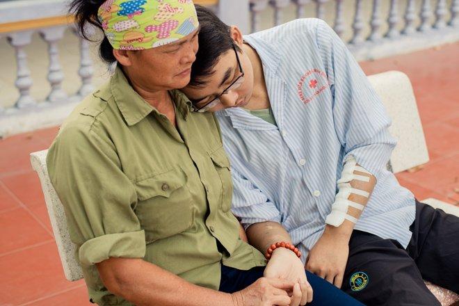 con trai nhin doi, khong chiu di vien vi nghi neu khong con tren doi me se khong kho - 4