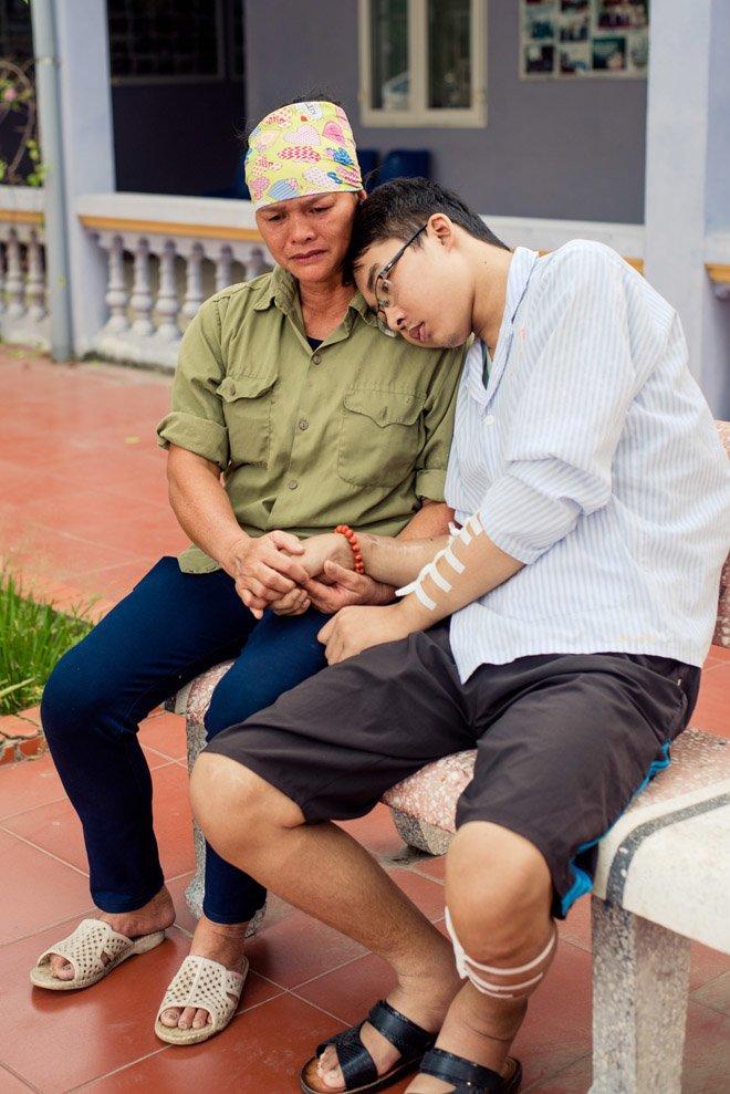 con trai nhin doi, khong chiu di vien vi nghi neu khong con tren doi me se khong kho - 5