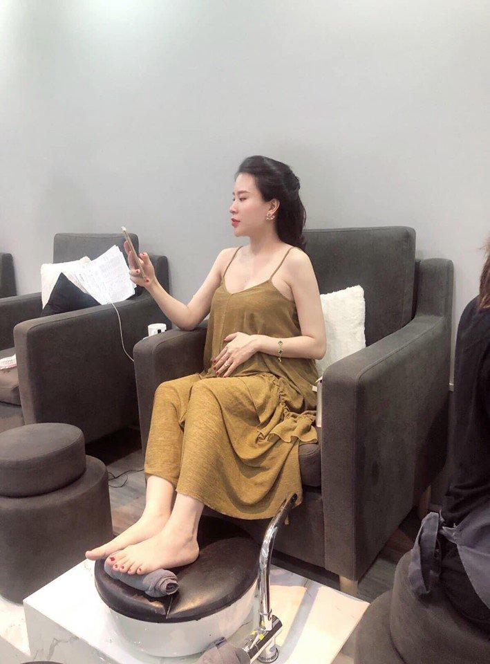 Mang bầu mà dáng vẫn sexy, vợ 9X của MC Thành Trung tiết lộ tập gym 2 tiếng mỗi ngày