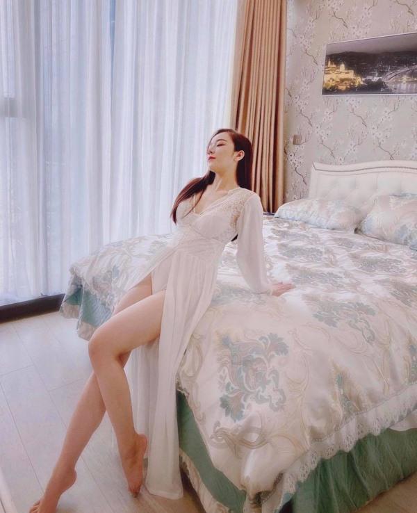 Hot girl tạo dáng khiêu gợi với đồ ngủ mỏng tang làm dân tình chẳng thể chớp mắt 3