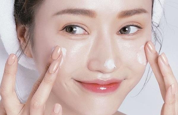 Lầm tưởng da thiếu ẩm với thiếu nước, chị em tốn kém tiền bạc công sức da vẫn đổ dầu - 4