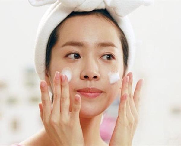 Lầm tưởng da thiếu ẩm với thiếu nước, chị em tốn kém tiền bạc công sức da vẫn đổ dầu - 7