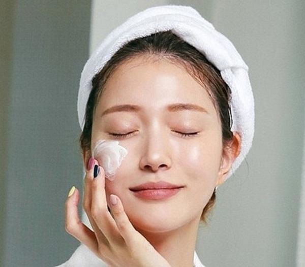Lầm tưởng da thiếu ẩm với thiếu nước, chị em tốn kém tiền bạc công sức da vẫn đổ dầu - 5