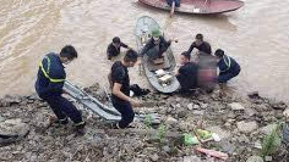 Tìm thấy thi thể 3 mẹ con tử vong dưới sông Thương sau tin nhắn xin lỗi 1