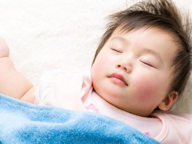 Những biểu hiện khi ngủ chứng tỏ bé thông minh hơn người