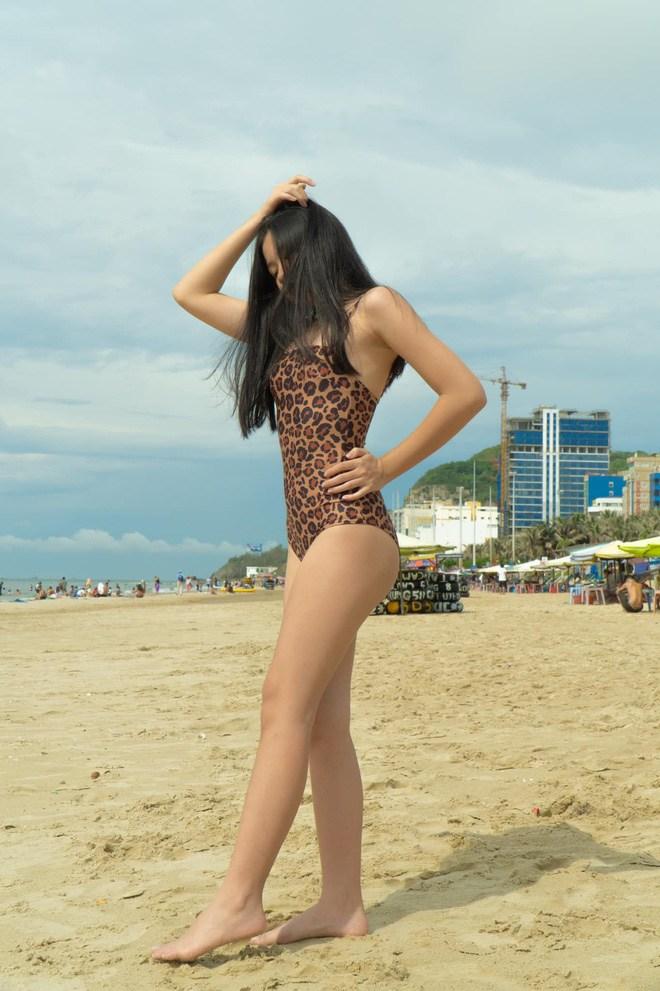 Không thua hội con sao Việt, ái nữ nhà Phượng Chanel diện bikini khoe dáng phổng phao, da nâu giòn 6