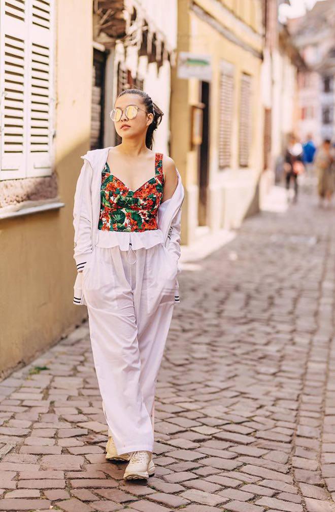 Không thua hội con sao Việt, ái nữ nhà Phượng Chanel diện bikini khoe dáng phổng phao, da nâu giòn 1