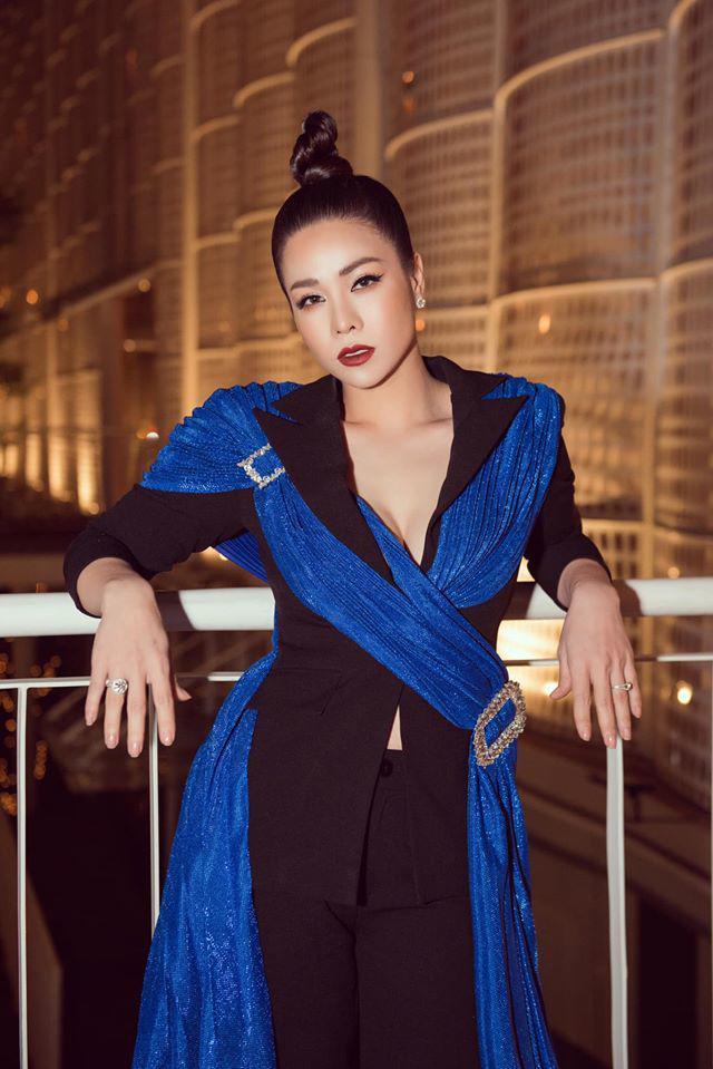 Ngày thường ăn mặc giấu dáng, Nhật Kim Anh cứ lên thảm đỏ là chọn váy khoe triệt để body 3