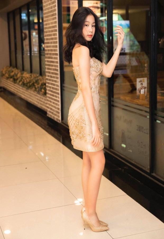 Không thua hội con sao Việt, ái nữ nhà Phượng Chanel diện bikini khoe dáng phổng phao, da nâu giòn
