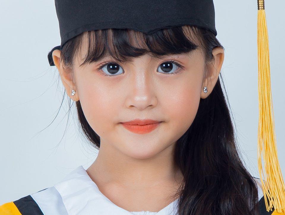 Nha Trang ai cũng biết tên: Mẹ đơn thân bán ốc nuôi cô con gái đoạt Miss gương mặt đẹp