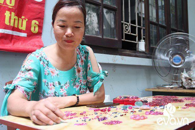 Chợ đá quý triệu đô giữa lòng Hà Nội, có viên giá trăm triệu được bày bán như mớ rau