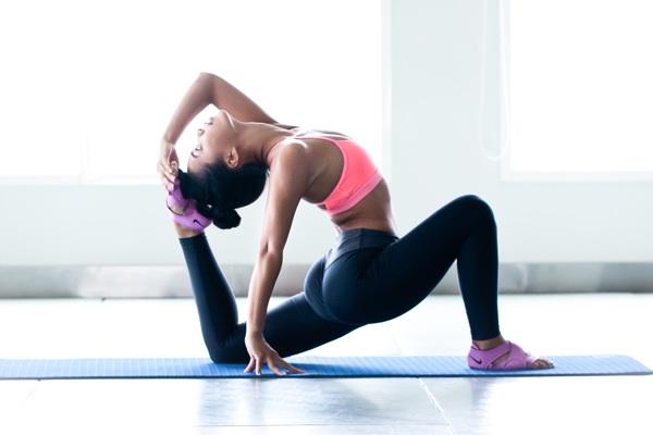 Dù có cứng đầu đến đâu mỡ bụngcũng biến mất với những bài tập yoga giảm mỡ bụng tại nhà - 1