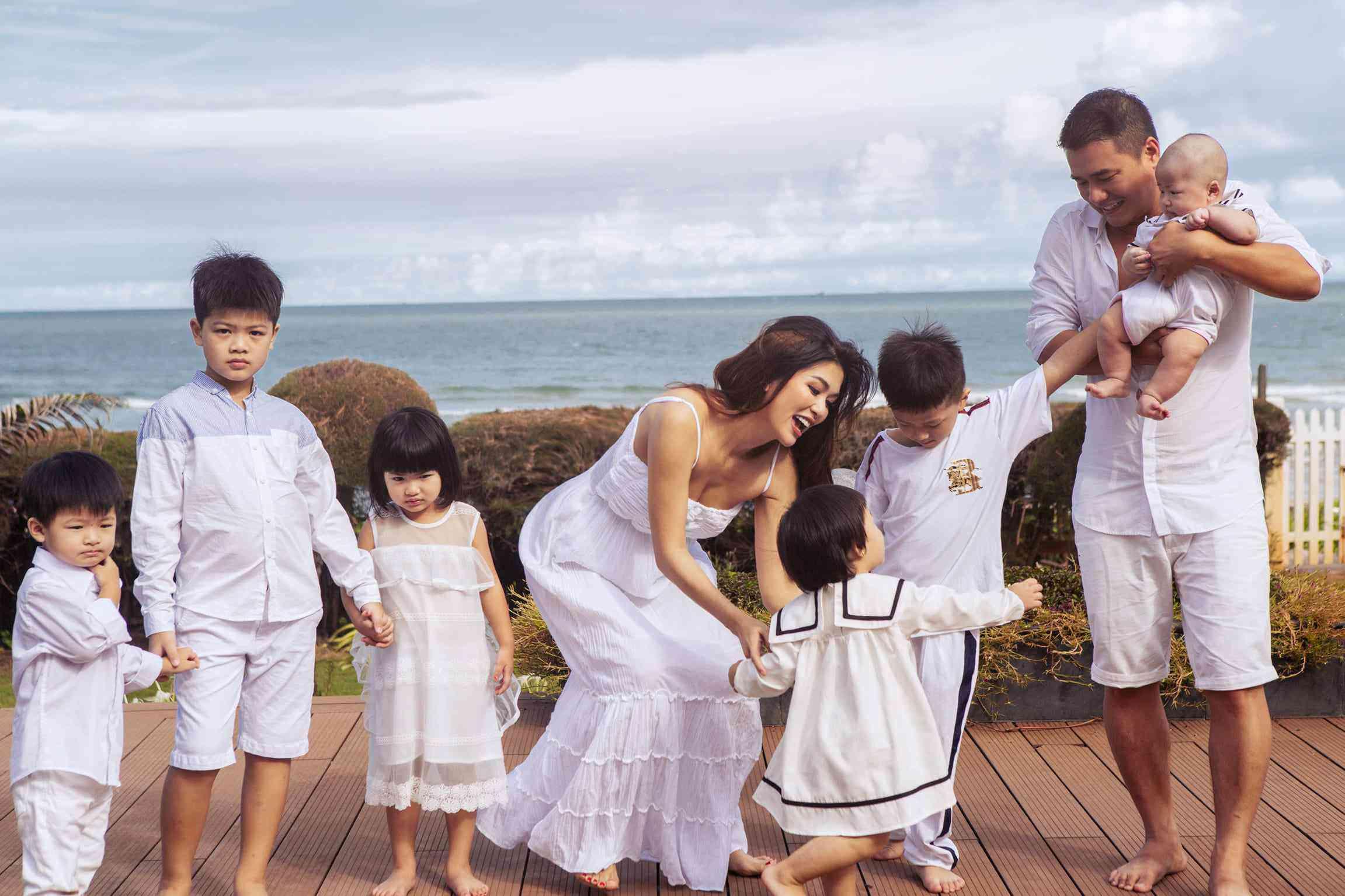 Hoa hậu Oanh Yến cạo trọc đầu, quản lý riêng chia sẻ nguyên do và phản ứng của các con - 1