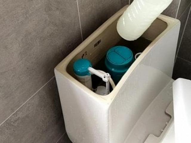 Đặt một cái chai vào bồn cầu, nhà vệ sinh cả tháng không dọn vẫn thơm nức, bạn thử chưa?