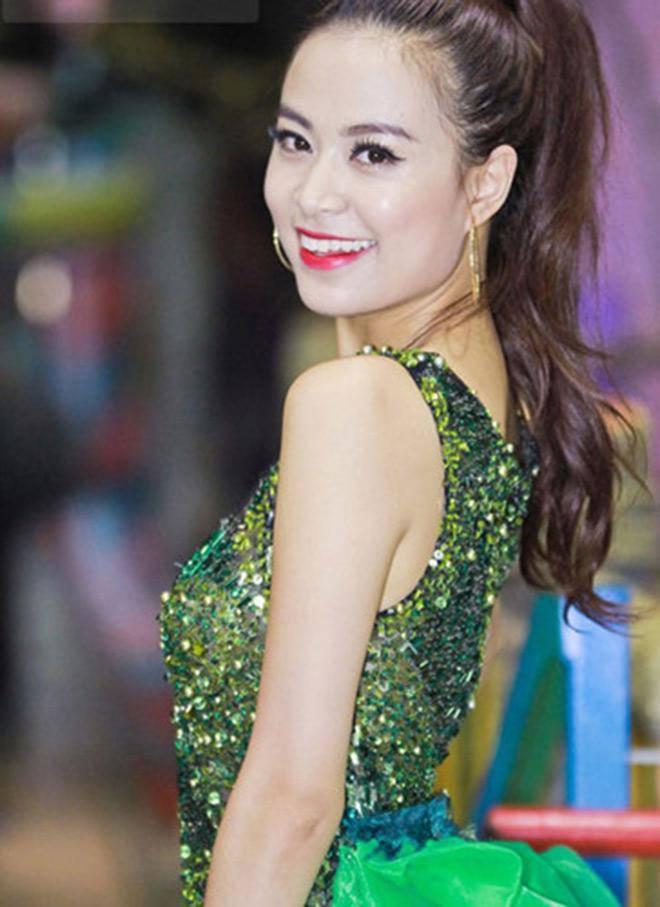 Trang điểm cả tạ phấn, dàn mỹ nhân Việt hoá Hắc Bạch cô nương với màu da lệch lạc