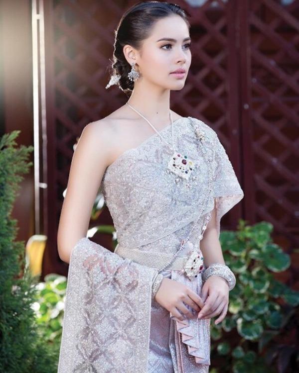 showbiz thai lan: thien duong cua nhung co con lai, co nguoi con dinh dam ca the gioi - 17