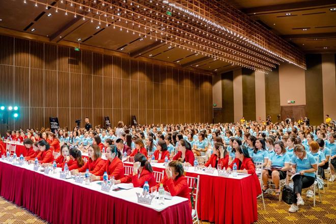 Huấn luyện kinh doanh thực chiến cùng Huyền Phi - Khóa học bùng nổ doanh số toàn hệ thống - 2