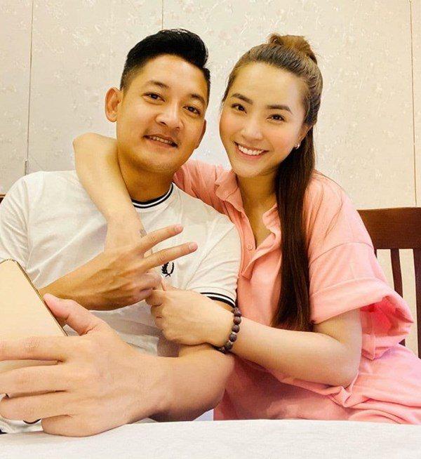 rut lui khoi showbiz sinh con, hai bang 2 nam tau 3 can nha, chong lam phong rieng cho - 1