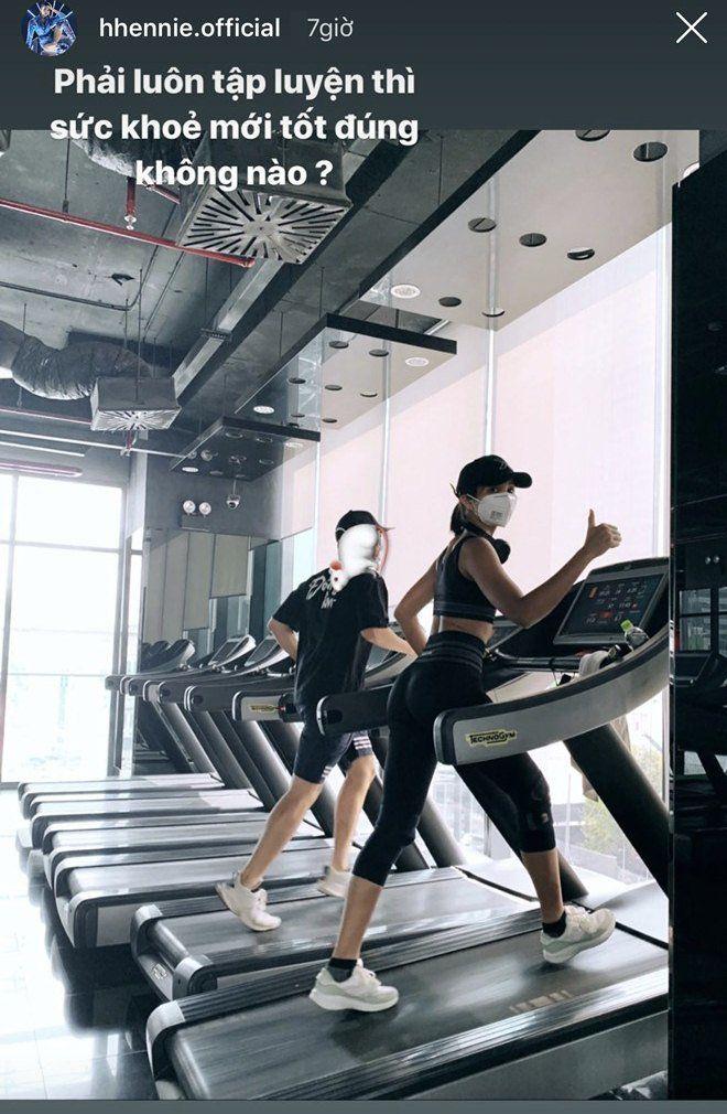 """Sao Việt tập gym hết mình vẫn mang trang bị """"ngộp thở"""", giảm cân nhanh nhưng dễ bị kiệt sức? - 3"""