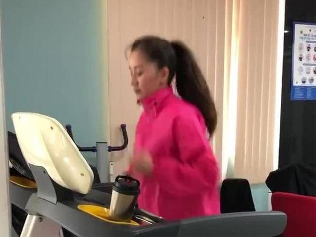 """Sao Việt tập gym hết mình vẫn mang trang bị """"ngộp thở"""", giảm cân nhanh nhưng dễ bị kiệt sức? - 7"""