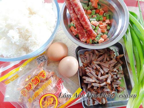 2 cách làm cơm chiên Dương Châu ngon chuẩn vị hấp dẫn - 1