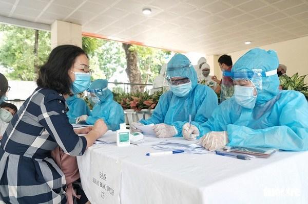 Công bố 10 ca nhiễm COVID-19, tiếp tục ghi nhận nhân viên y tế nhiễm bệnh