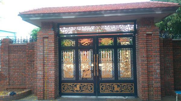 Những mẫu cổng nhà đẹp đơn giản nhưng hiện đại và sang trọng nhất 2020 - 12