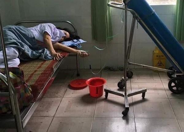 Nữ nhân viên y tế ngất xỉu, thở ô xy khi chống dịch COVID-19: Nằm đây tôi sốt ruột lắm!