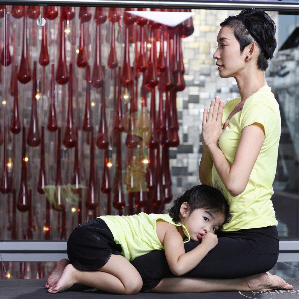Tiểu công chúa nhà sao Việt tập yoga, mới tí tuổi uốn dẻo điêu luyện không thua mẹ - 10