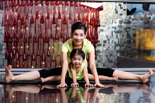 Tiểu công chúa nhà sao Việt tập yoga, mới tí tuổi uốn dẻo điêu luyện không thua mẹ - 11