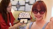 Bóc quà fans tặng cho sao: Minh Hằng nhận kính hiệu, Lan Ngọc được vô số mỹ phẩm xa xỉ