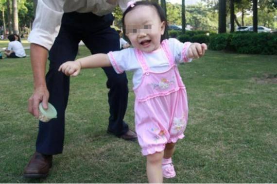 Trẻ dưới 1 tuổi làm được 4 hành động, mẹ sướng rơn vì sinh được con vô cùng thông minh - 1