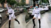 """Mang giày cao 7 phân tạo dáng dưới trời mưa, H'Hen Niê xém tí là """"vồ ếch"""""""