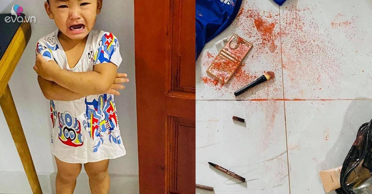 Vắng mặt ít phút, Hải Băng hốt hoảng thấy con khóc, màu đỏ khắp sàn