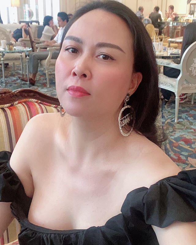 U40 Phượng Chanel lão hoá da mặt nhưng riêng phần cổ và ngực vẫn trẻ trung như thiếu nữ - 1