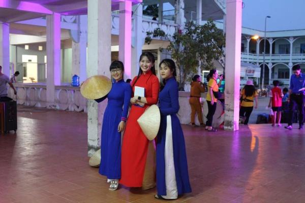 Hot girl xứ quýt thi Hoa hậu Việt Nam, sở hữu vẻ đẹp nhân ái với tà áo dài trắng - 1
