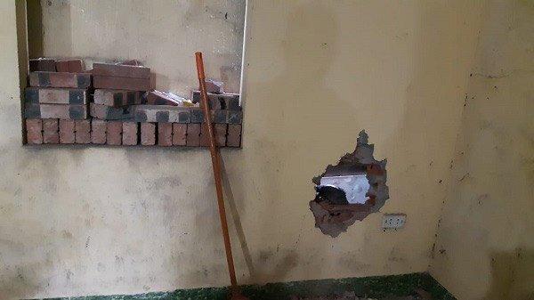 Tình trạng bé sơ sinh bị bỏ rơi giữa khe tường: Trên người nhiều vết thương, không phải thở máy - 3