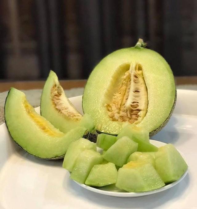 Mẹ đảm Sài Gòn trồng rau sân thượng tốt um như... rau quả amp;#34;đột biếnamp;#34; - 8