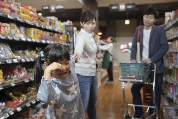 Mẹ Nhật cho con đi siêu thị, đứa trẻ không bao giờ đòi hỏi, mẹ Việt biết sẽ khâm phục - 1