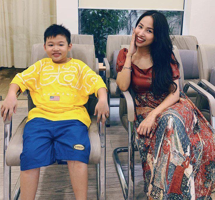 Theo mẹ đi ăn với bố dượng, con trai Vân Hugo cực yêu, hưởng cuộc sống giàu sang, đủ đầy - 8