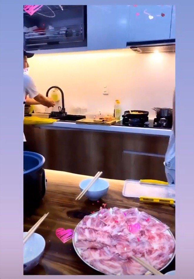 Đến nhà Nhã Phương chơi, Thuý Ngân được Trường Giang đích thân vào bếp, đãi thịt ú ụ - 4