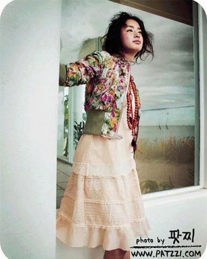 Kim Tae Hee bị amp;#34;đào mộamp;#34; ảnh thời còn amp;#34;hai lúaamp;#34;, nhìn xuống bụng ngấn mỡ ai cũng ngỡ ngàng - 1