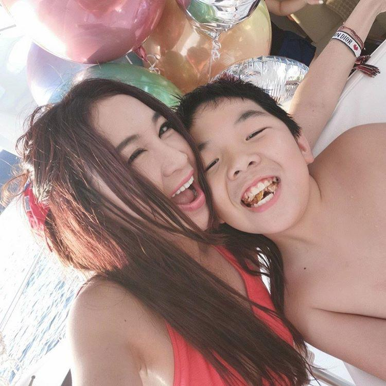amp;#34;Phan Kim Liên đẹp nhấtamp;#34; thích hôn môi con trai nuôi, nhận hậu quả khi cậu bé dậy thì - 2
