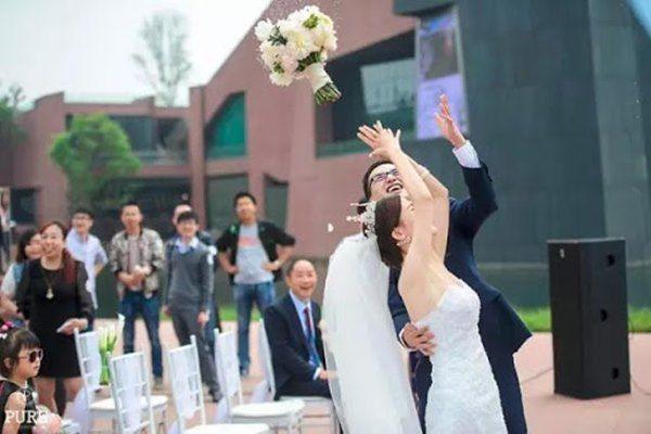 2 điều cấm kỵ khi cầm bó hoa cô dâu và cách xử lý để đường tình may mắn - 1
