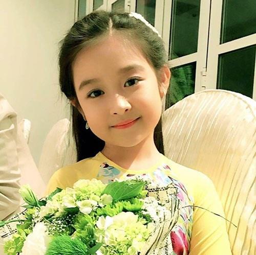 Bé gái Cần Thơ chuyên đọ sắc Hoa hậu khác lạ khi lớn, xuất hiện cằm V-line - 1