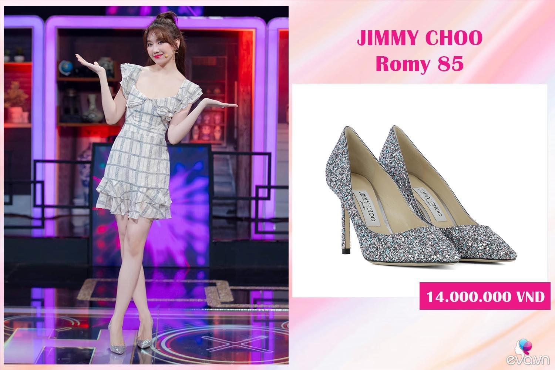 Hết bỏ quên đôi giày 25 triệu lấy dép lào, Hari Won mặc phủ hàng hiệu cũng xỏ dép nhựa - 9