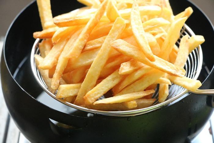 Thêm một bước khi chiên khoai tây, khoai sẽ mềm trong giòn ngoài, để lâu không ỉu - 6