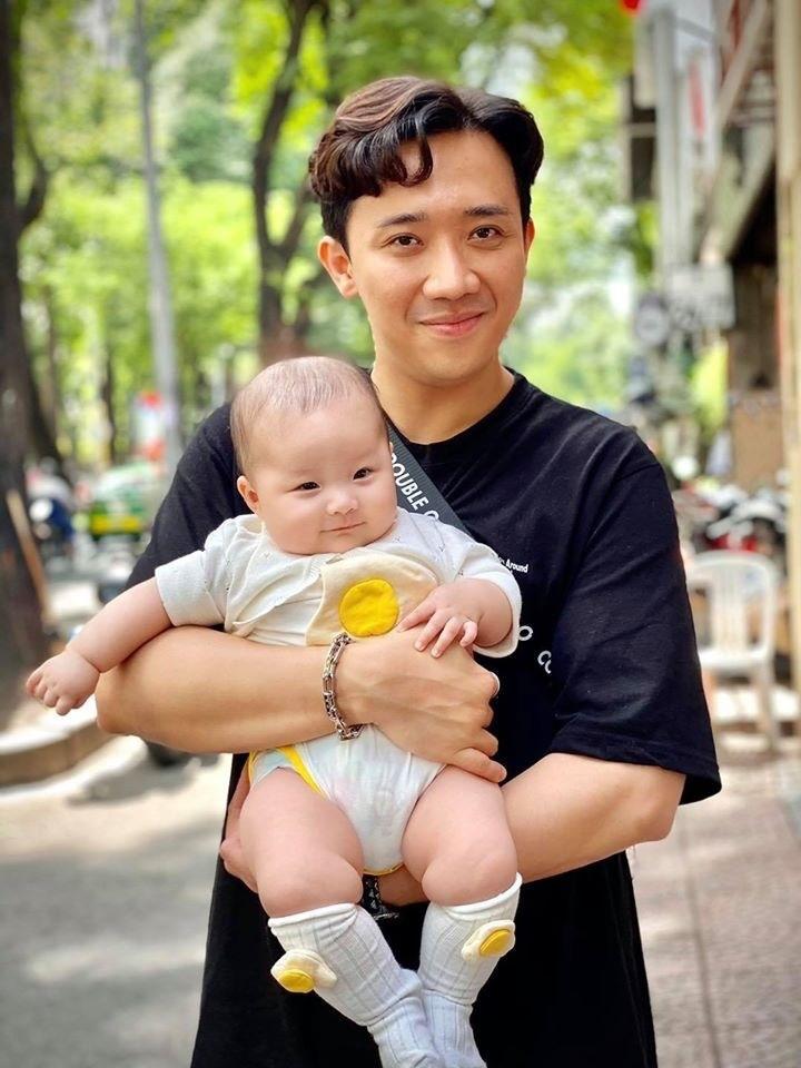 Bé gái amp;#34;quyền lựcamp;#34; Trấn Thành Hari ưu ái: Bố HongKong, ăn thịt bò 20 triệu/kg từ trong bụng mẹ - 3