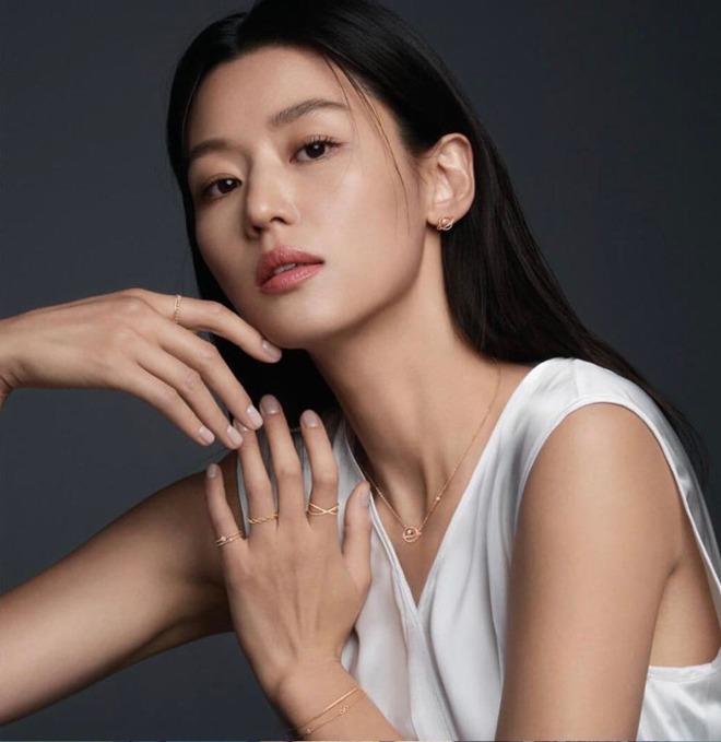 Vợ là nữ thần mặc mộc nhưng chồng amp;#34;mợ chảnhamp;#34; Jeon Ji Hyun vẫn phàn nàn chê cô xấu - 1